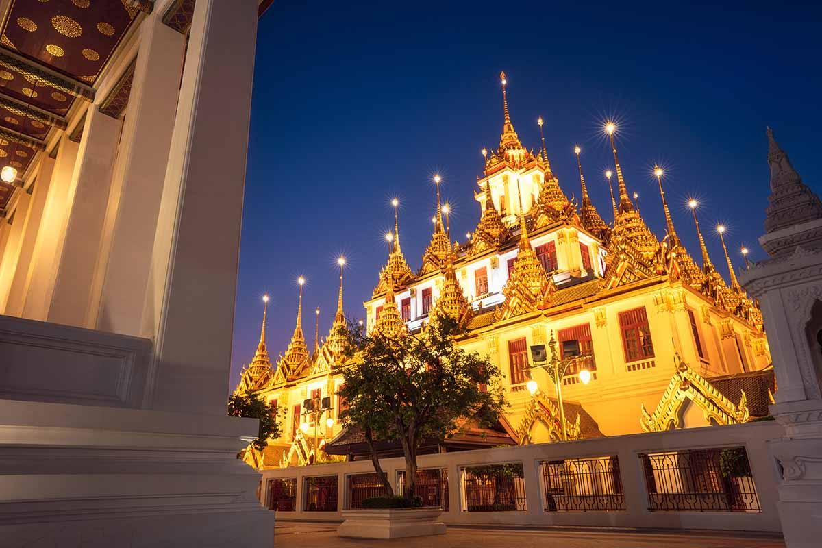 Night time view of Wat Ratchanatdaram.