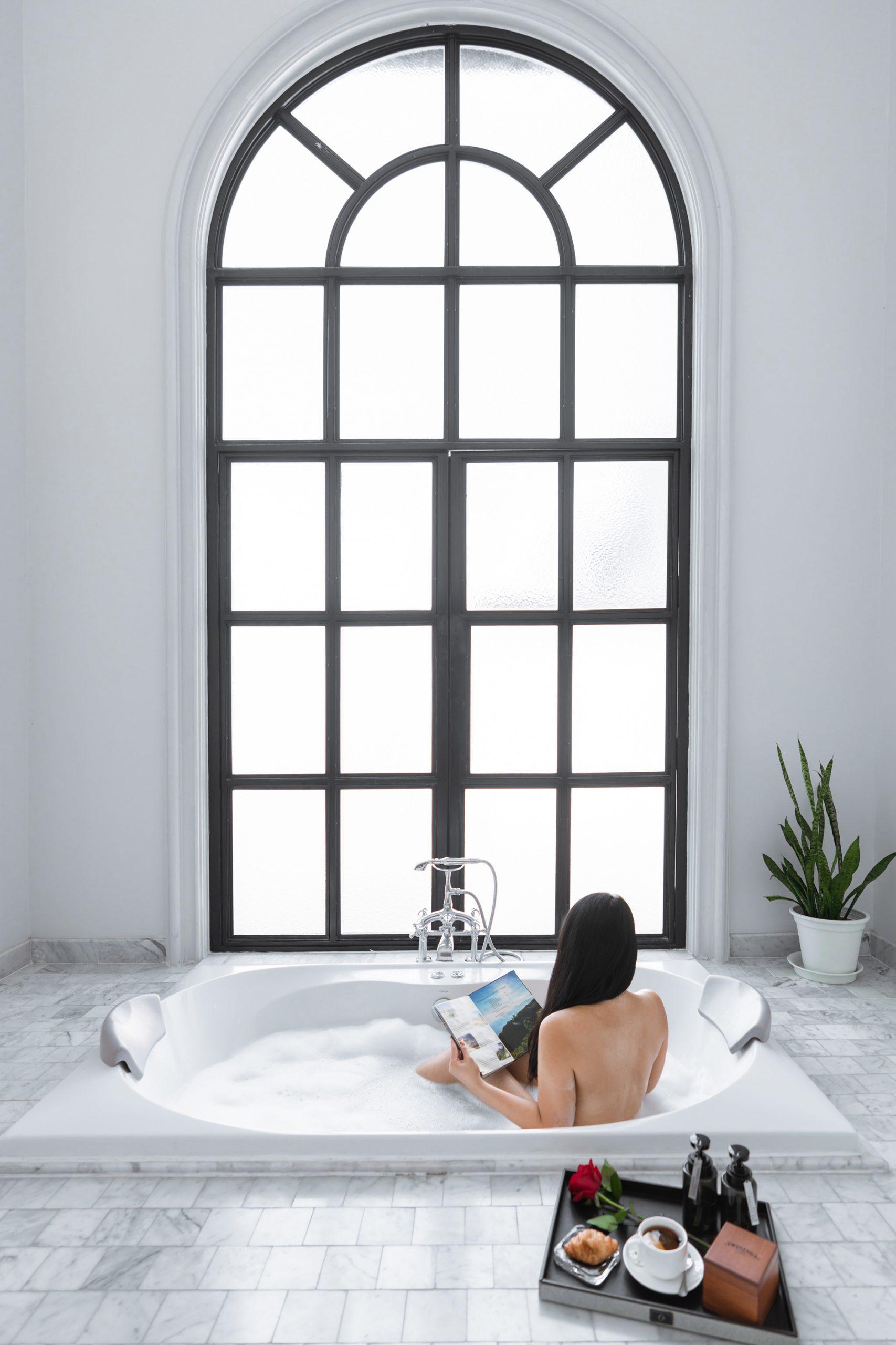 Gorgeous jacuzzi bathtub at Hotel Once Bangkok.